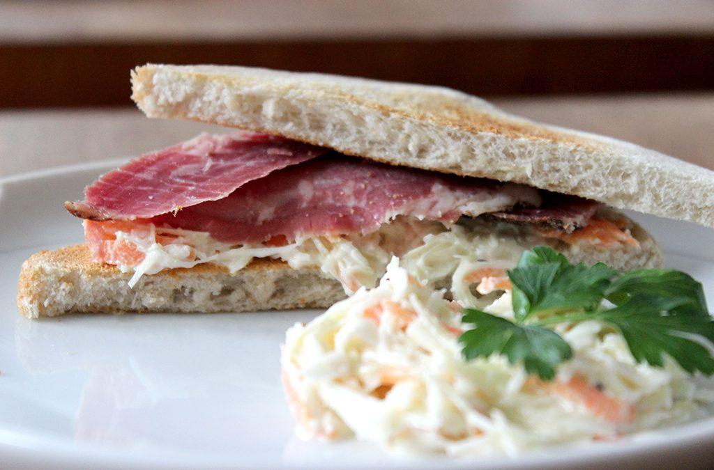 Pastrami – DAS (!) Sandwich mit Cole Slaw