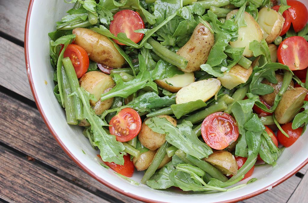 Lauwarmer Kartoffel-Bohnen-Salat
